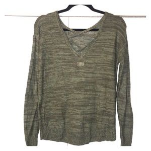 SO light weight sweater with back cross details!